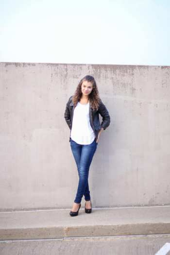 motorcycle jacket with white shirt and skinny jeans
