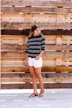 fashion blogger pose