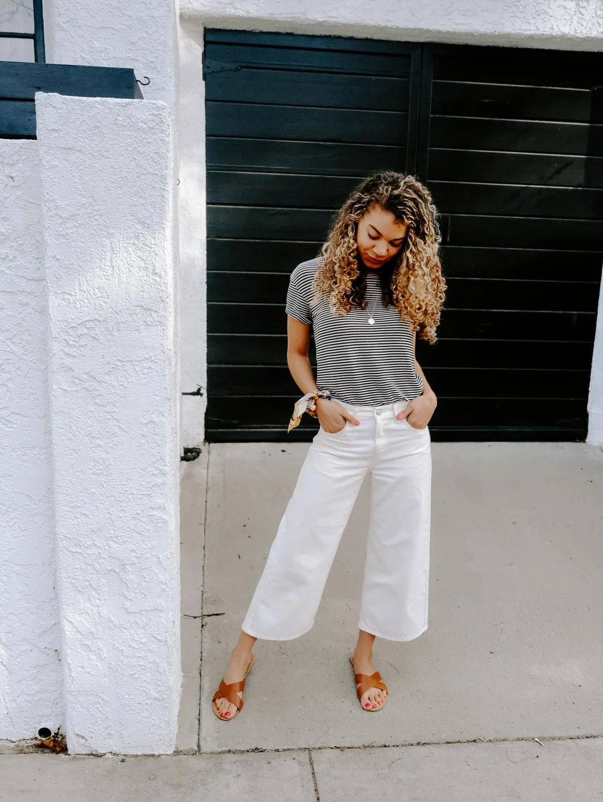 Planning a trip to LA and need to know what to wear? This post has the LA packing essentials that you need for a trip to Los Angeles!