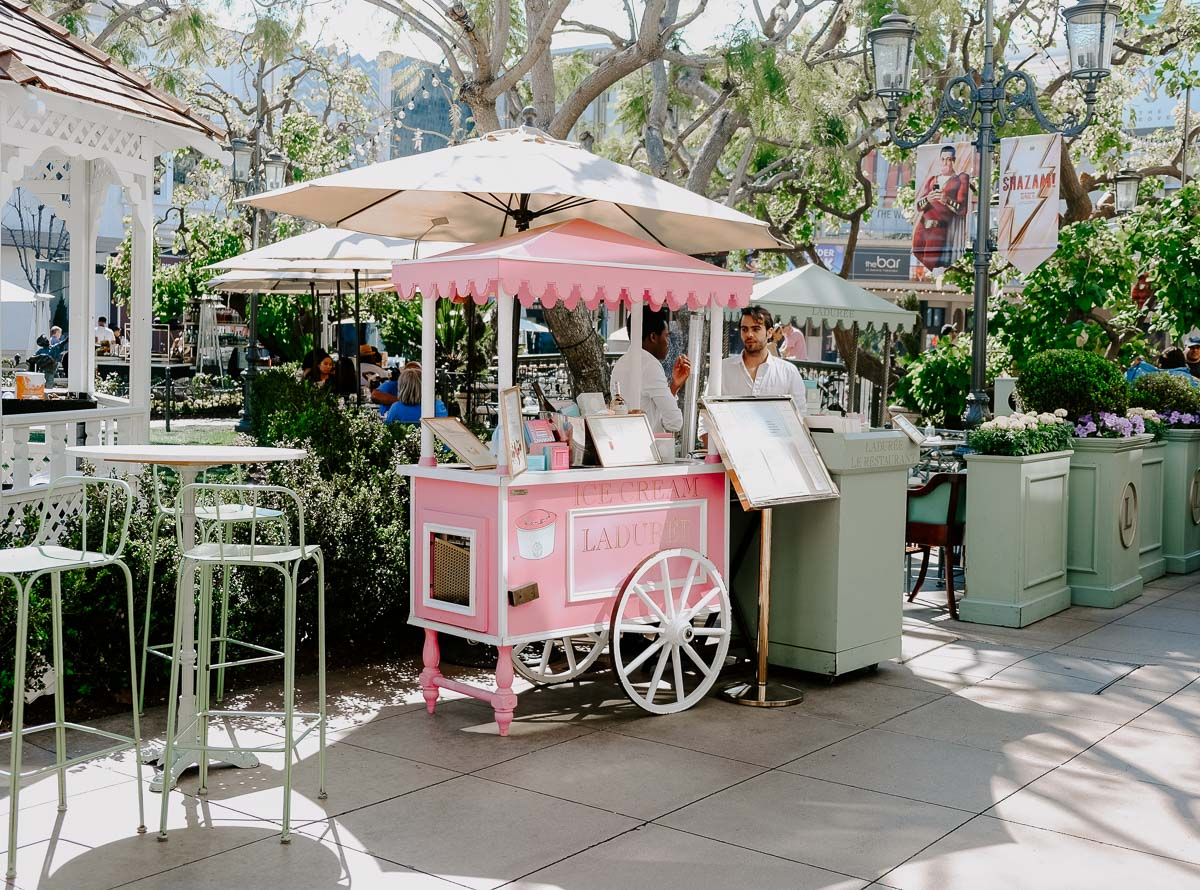 Planning a girl's trip to LA and need ideas on what to do? This chic girl's guide to LA has ideas on what to do, where to eat, where to shop, and where to stay, just to name a few! You have to go to Laduree in The Grove!