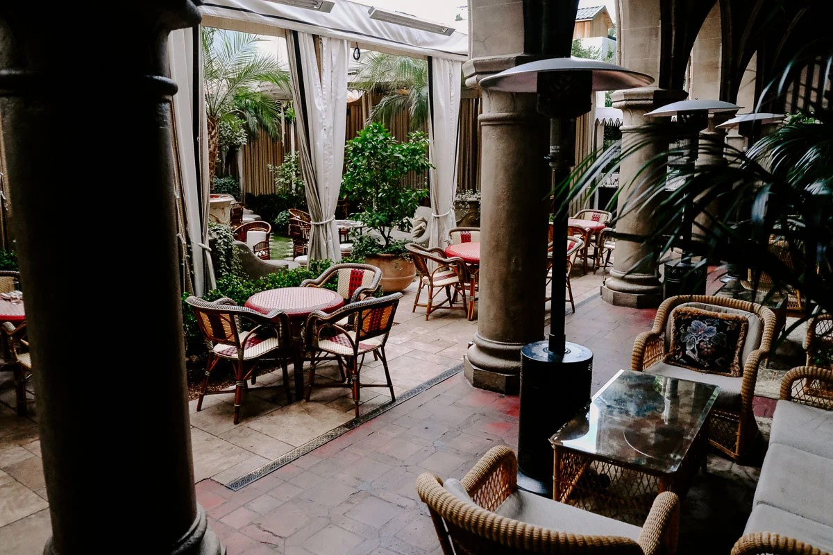 Planning a girl's trip to LA and need ideas on what to do? This chic girl's guide to LA has ideas on what to do, where to eat, where to shop, and where to stay, just to name a few! The Chateau Marmont in los angeles is a celebrity hot stop.