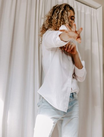 Sometimes the simple outfits are best! This white button down and denim outfit combo is classic and perfect for any time.