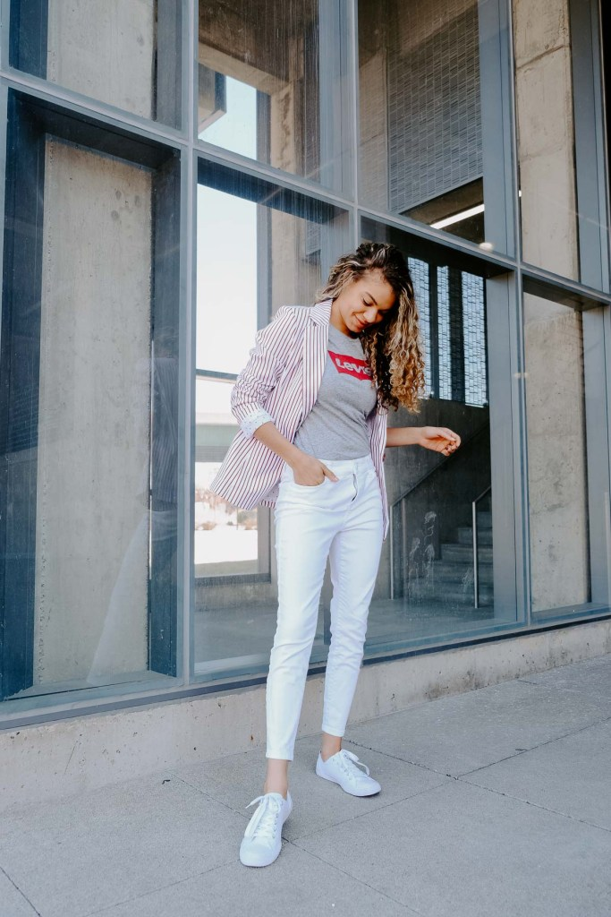 A graphic tee with a blazer and skinny jeans makes the perfect classic spring and summer outfit!