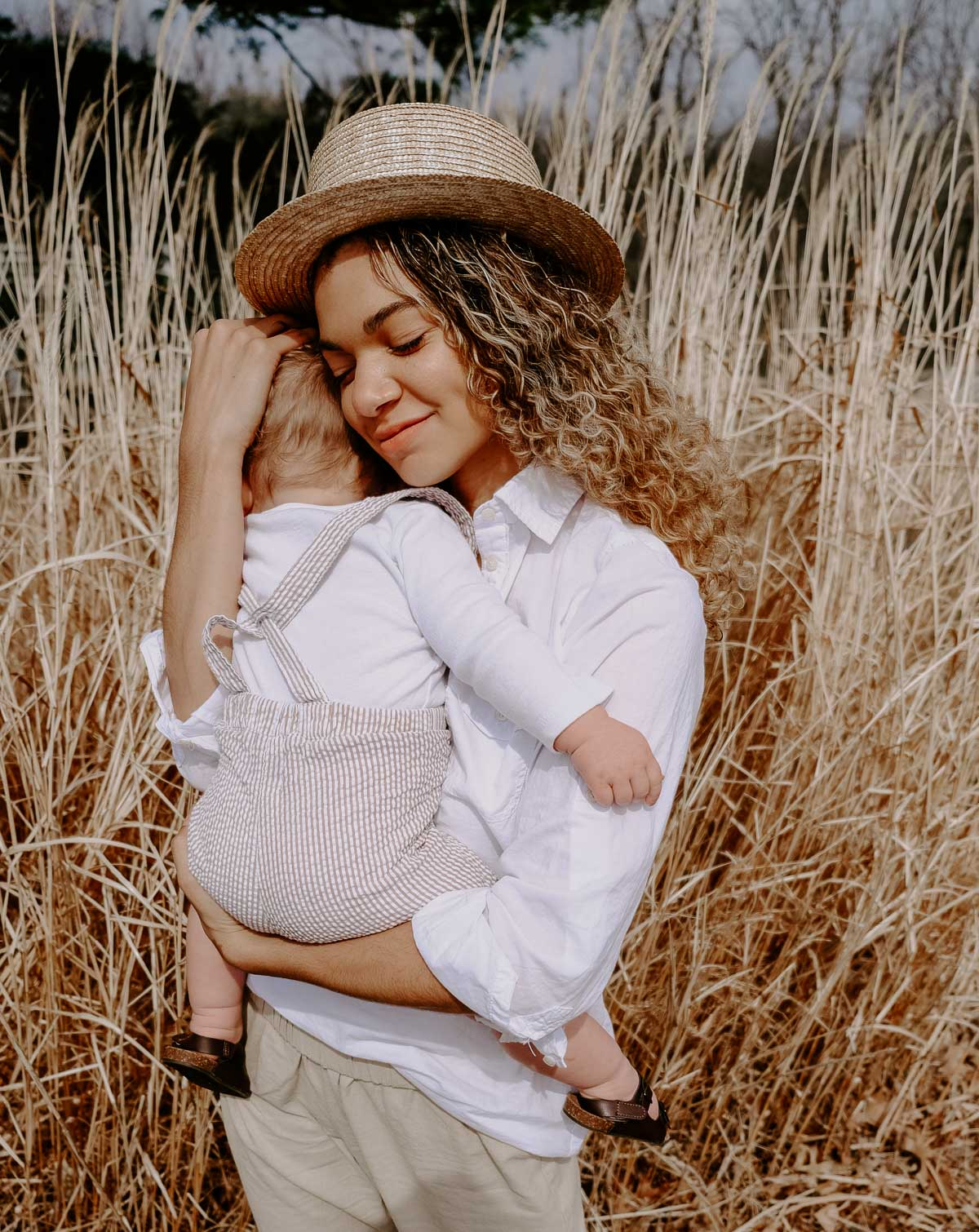 Summer family pictures featuring mother and son photography! Carolyn from My Chic Obsession lets you know more about her blog and family life!