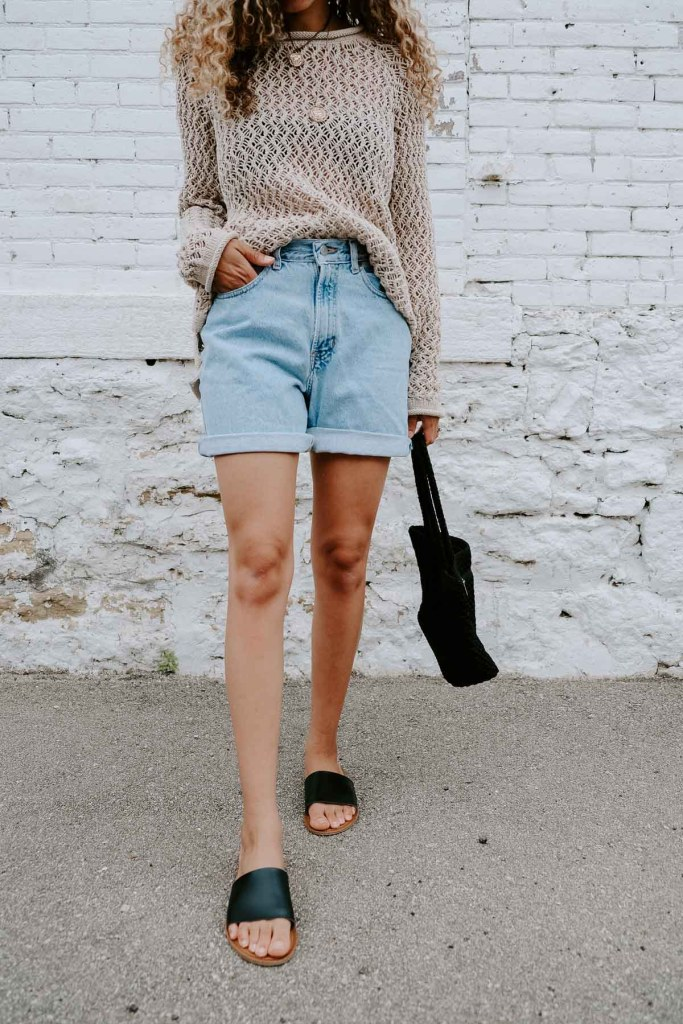 mom shorts summer outfit