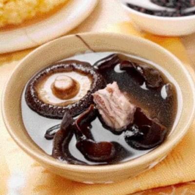 शियाटेक मशरूम पोर्क रिब सूप पकाने की विधि