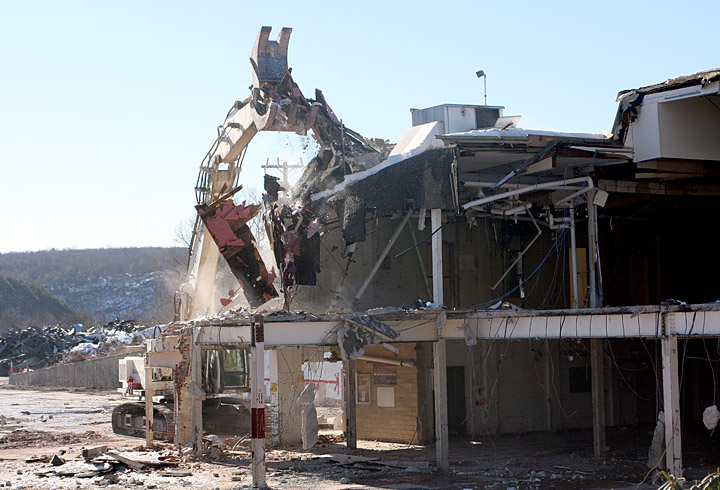 A naugatuck landmark is leveled peter paul factory is now for Naugatuck glass company