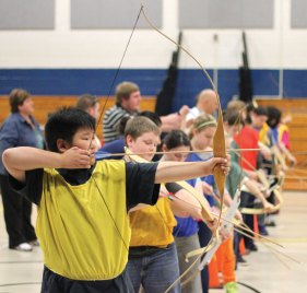 Long River Middle School sixth-grader Derek Cha takes aim Nov. 21 during an archery lesson in gym class. –ELIO GUGLIOTTI