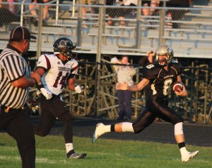 Woodland's Jon Scirpo (8) provides a reliable target for freshman quarterback Zach Bedryczuk as the Hawks look for their seventh straight win over Seymour. –ELIO GUGLIOTTI