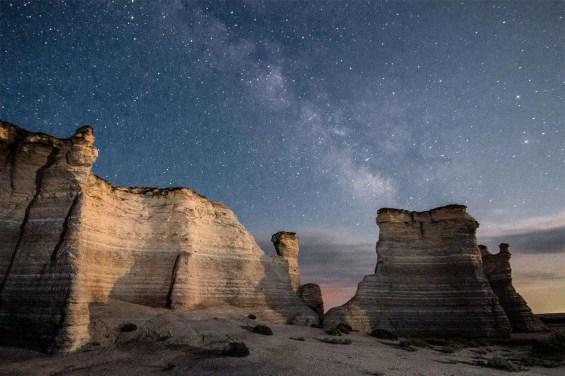 Milky_Way_over_Monument_Rocks,_Kansas,_USA
