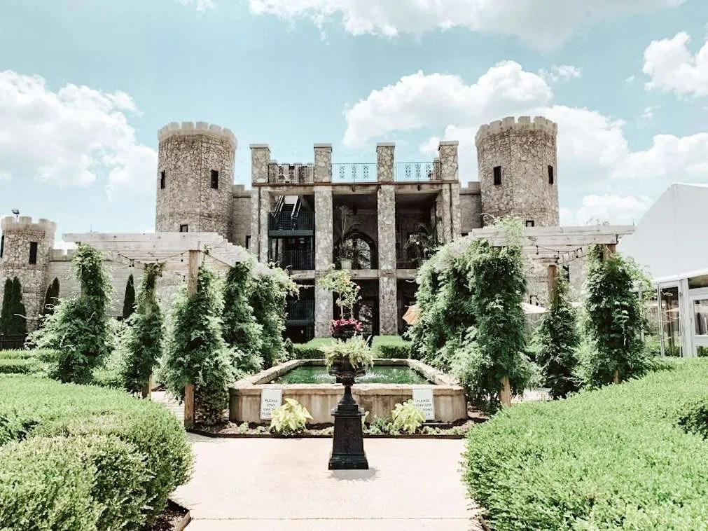 The Kentucky Castle - Where To Stay In Lexington, the best hotels in Lexington - Keeneland race track, Keeneland horse racing, keeneland schedule, Keeneland spring meet, Keeneland Kentucky, what To wear to Keeneland, Keeneland outfit
