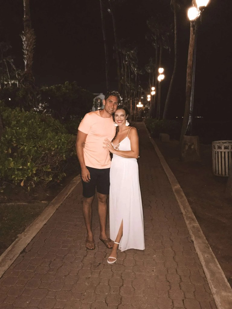 Ev & Shelbs at dinner by the beach, what to bring to the beach, beach packing list, safety travel packing guide, packing list for beach, packing list for beach vacation