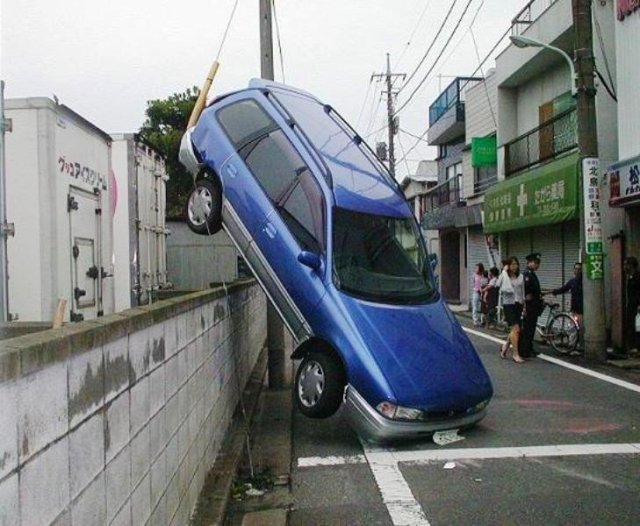 wtf-car-accident.jpg