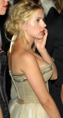 scarlet's side boob