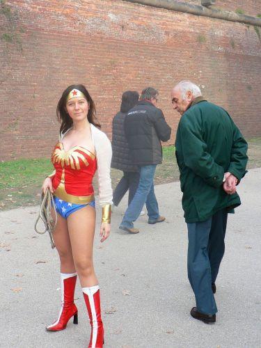 wonder woman looker