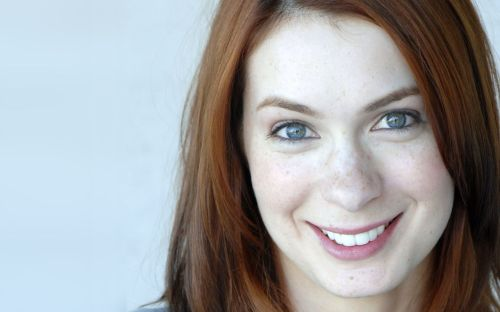 felicia day to the right