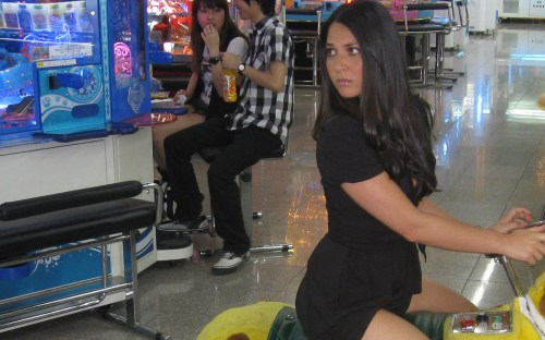 olivia munn stradels a gaming machine