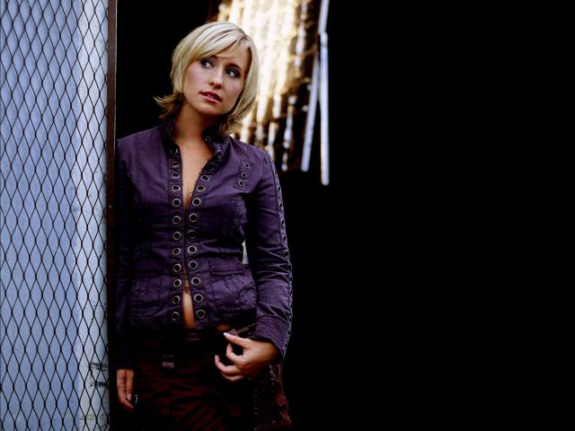 allison mack - is that a belly ring