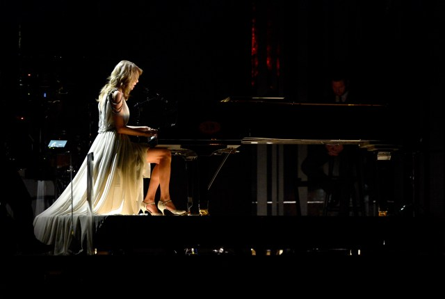 Taylor Swift - Piano Player.jpg