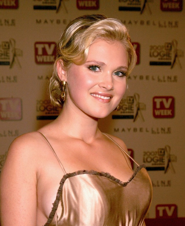 Eliza Taylor - Golden Dress Closeup.jpg