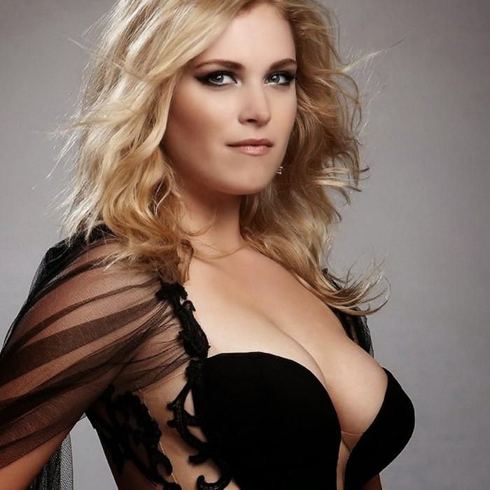 Eliza Taylor sexy cleavage.jpg