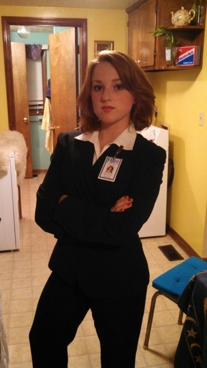 Scully Cosplay.jpg