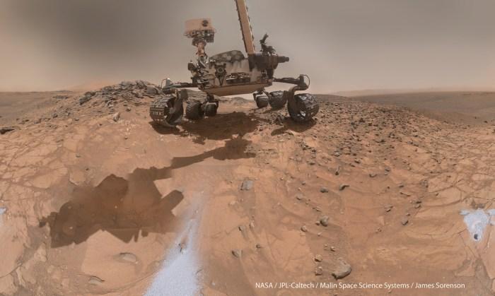 Curiosity on mars.jpg