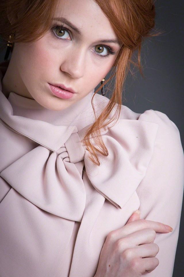 Karen Gillan - Selfie.jpg