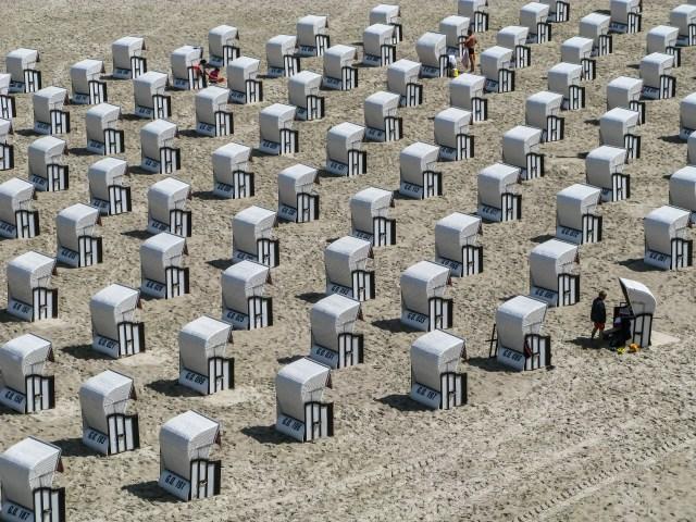 Beach chairs in Sellin, Rügen, Germany.jpg