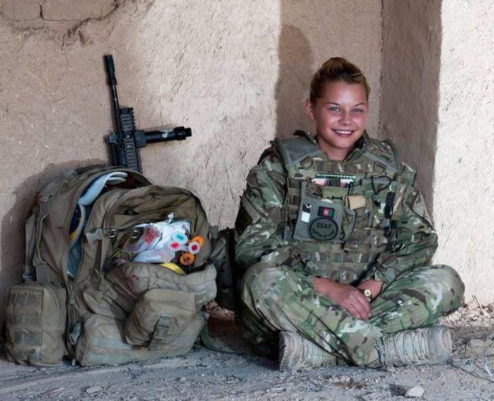 British Army combat medic in Afghanistan.jpg