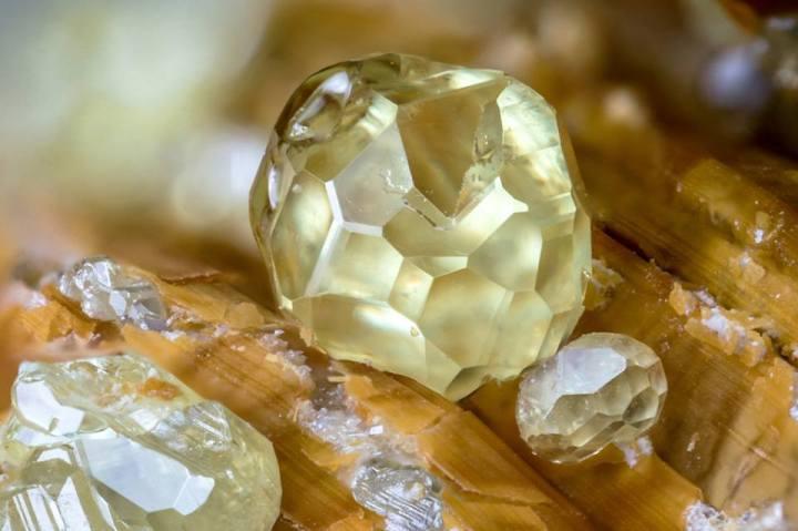 sulphur-stibiconite