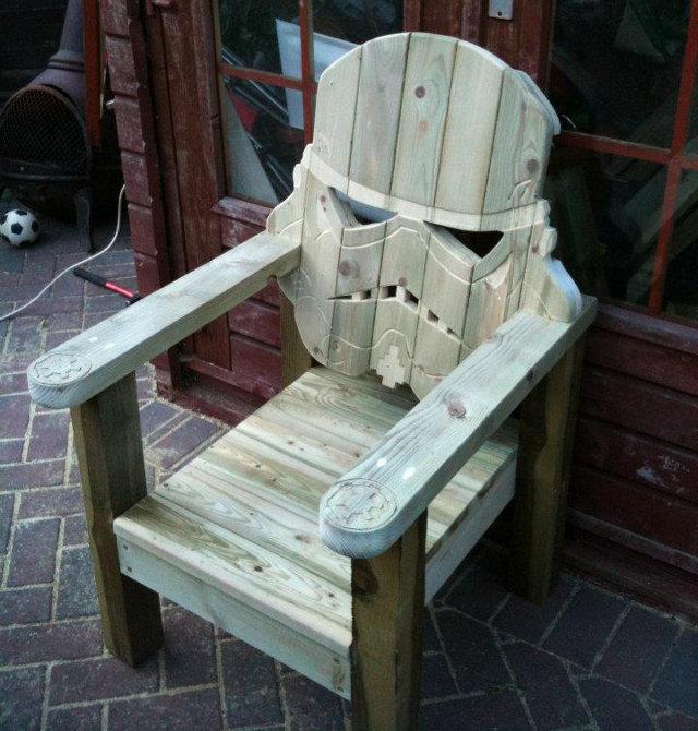 stormtrooper-chair-1.jpg (104 KB)