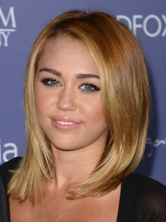 miley_cyrus_australians_in_film_awards_dinner_at_the_intercontinental_hotel_in_century_city_june_27_2012_61sYPWT.jpg (837 KB)