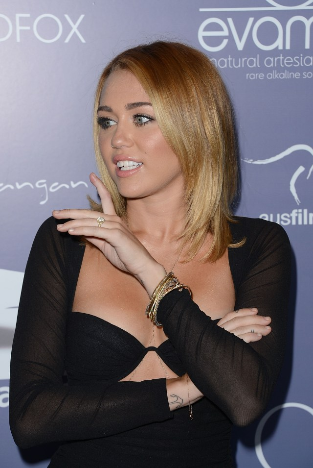miley_cyrus_australians_in_film_awards_dinner_the_intercontinental_hotel_century_city_june_27_2012_F5mRUOK.jpg (764 KB)