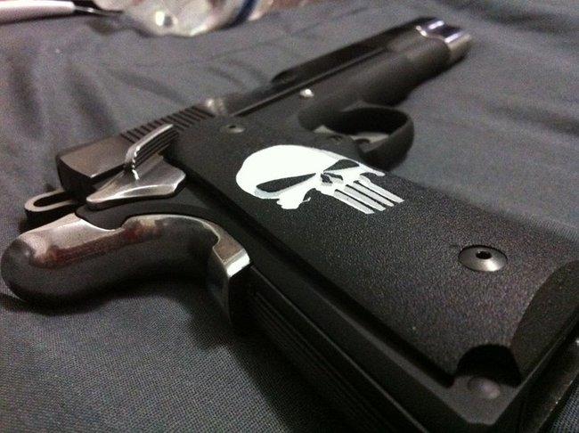 Colt-.45-1911-Punisher-grip.jpg (124 KB)