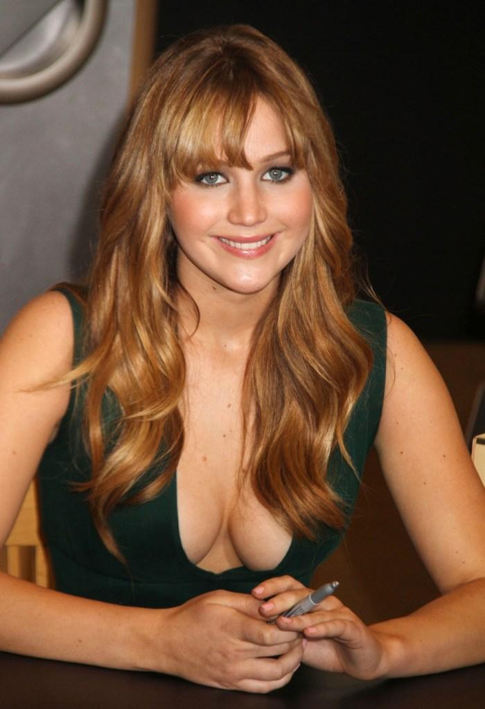 Jennifer-Lawrence-cleavage-6.jpg (265 KB)