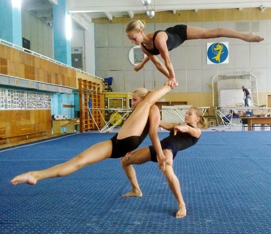 nearly-impossible-acrobatics.jpg (84 KB)