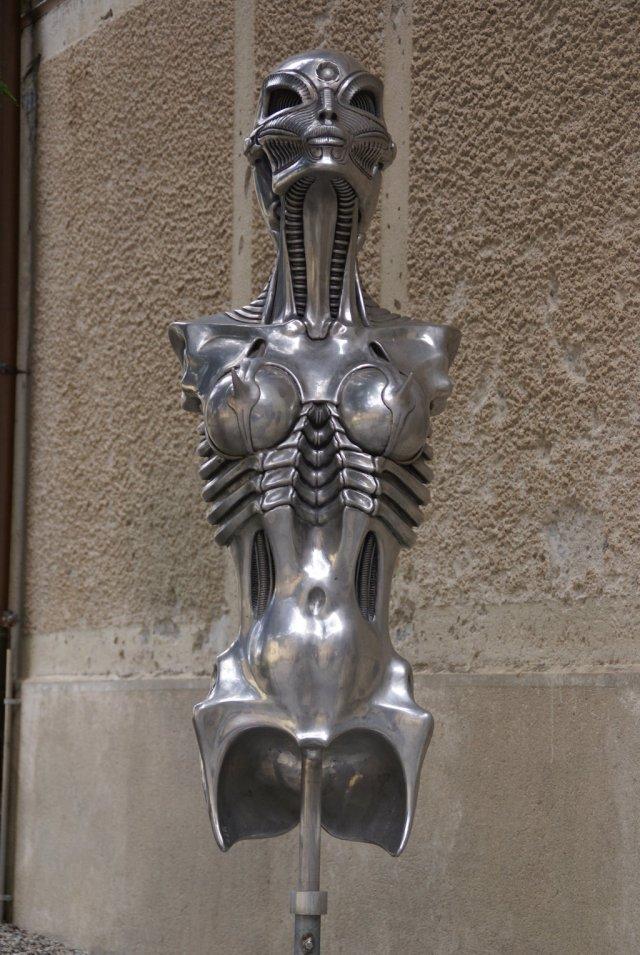 Biomechanoid___by_H_R__Giger_by_HORSEKING.jpg (339 KB)