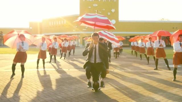 ok_go_i_wont_let_you_down_umbrellas.jpg (1 MB)