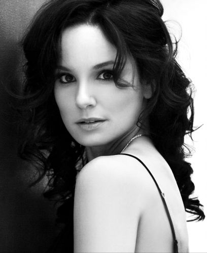 Sarah_Wayne_Callies_-_Smallz_and_Raskin_Photoshoot_01.jpg (1 MB)