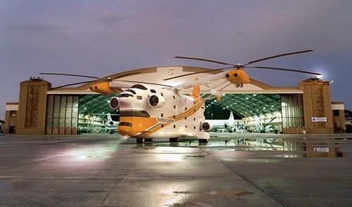 hotelicopter_hangar_sm_0.jpg (131 KB)