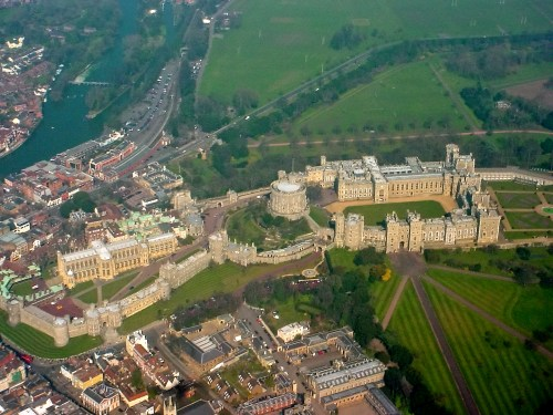 Windsor_Castle_from_the_air.jpg (1 MB)