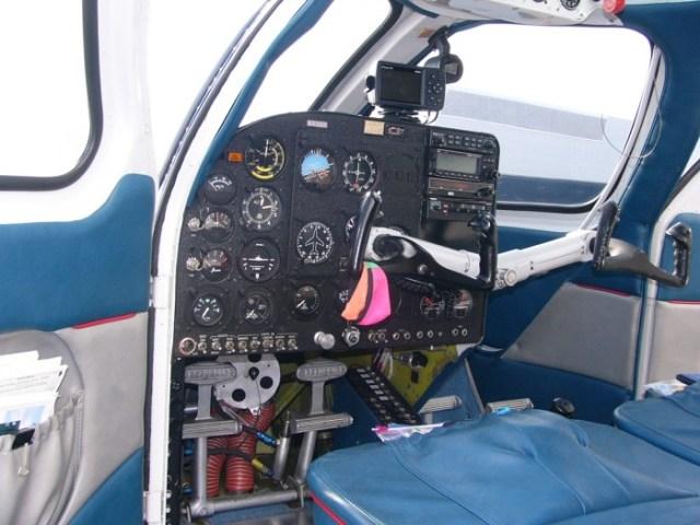 Seabee_Instrument_panel_02.JPG (943 KB)