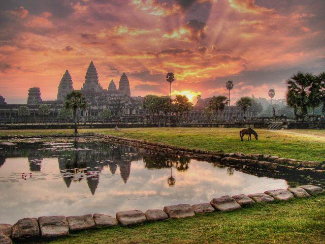 Angkor-Wat-Temple-2.jpg (233 KB)