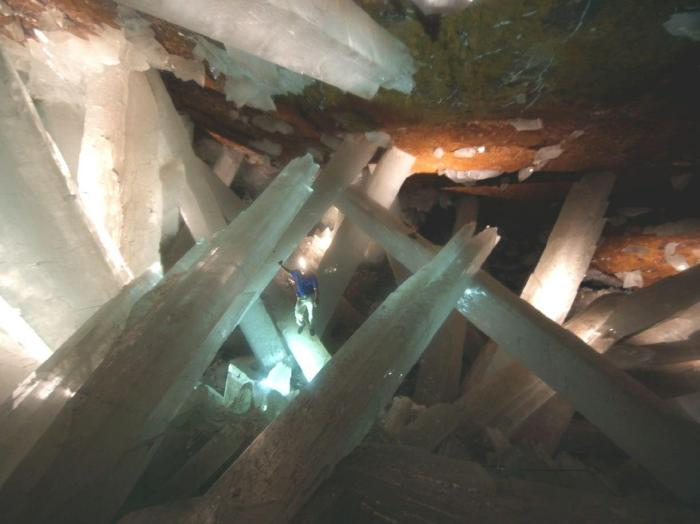 Giant-Crystals-Cave-Naica-Mine-Chihuahua-Mexico-03.jpg (92 KB)