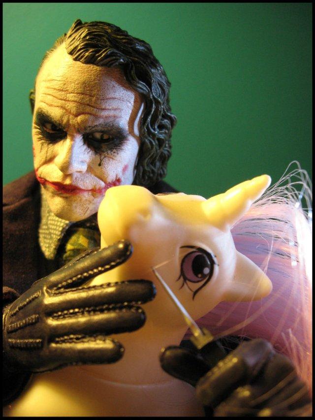 Joker__s_killing_spree_by_PrincessTigerLili.jpg (175 KB)