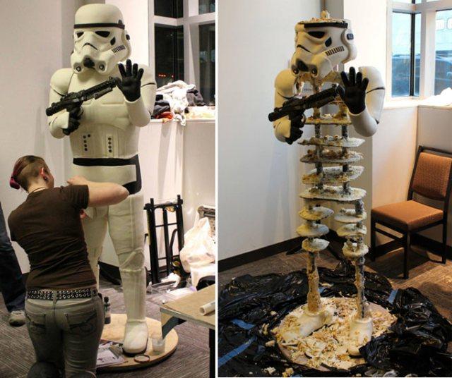stormtrooper_cake2_1439045a.jpg (94 KB)