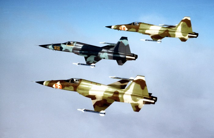 Three_F-5E_Tiger_II_from_527th_Tactical_Fighter_Training_Aggressor_Squadron.jpg (1 MB)