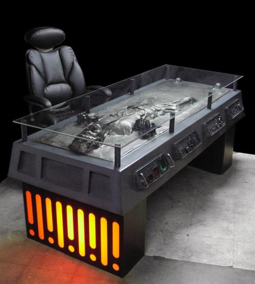 han-solo-carbonite-desk-01.jpg (78 KB)