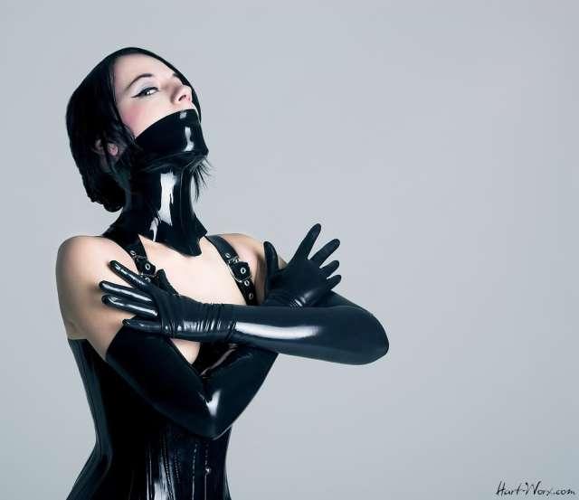fetish_doll_by_blackfantastix.jpg (71 KB)